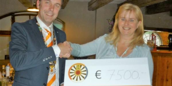 Ronde tafel Nuenen (RT 187) deelt cheque uit van € 7500,00!